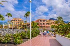 TENERIFE SPANIEN - DEC 2012: Hotell i semesterorten Playa de Las Americas på December 6, 2012 Arkivfoto