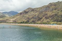 Tenerife Spanien, strand, gömma i handflatan och folk 2015 Royaltyfria Bilder