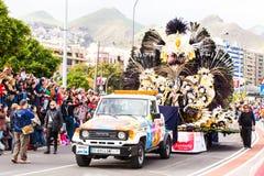 TENERIFE, SPANJE - BRENG 4 IN DE WAR: In beroemd Carnaval Santa Cruz de Tenerife, de karakters en de groepen aan het ritme van royalty-vrije stock foto