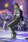 TENERIFFA, AM 20. JANUAR: Karnevalsgruppen und kostümierte Charaktere Stockfotografie