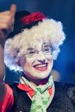 TENERIFFA, AM 20. JANUAR: Karnevalsgruppen und kostümierte Charaktere Lizenzfreie Stockbilder