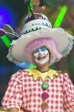 TENERIFFA, AM 20. JANUAR: Karnevalsgruppen und kostümierte Charaktere Lizenzfreie Stockfotos