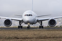 TENERIFFA AM 19. MAI: Flugzeug zum sich zu entfernen 19. Mai 2017 Kanarische Inseln Teneriffas Stockfotografie