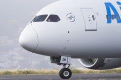 TENERIFFA AM 19. MAI: Flugzeug zum sich zu entfernen 19. Mai 2017 Kanarische Inseln Teneriffas Lizenzfreies Stockfoto