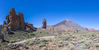 Teneriffa - Roques de Garcia mit Teide stockfotos