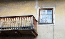 Tenersi per mano della finestra e del balcone Immagini Stock