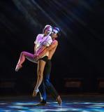 Tenez dessus la danse moderne d'amour-Le Images stock