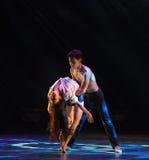 Tenez dessus la danse moderne d'amour-Le Images libres de droits