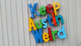 Tenga Austin Weird Colorful Letters Central Texas Slogan Fotografie Stock Libere da Diritti