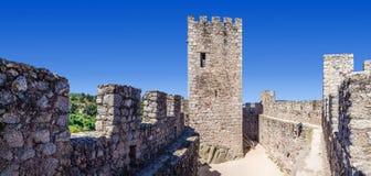 Tenga e bailey del castello di Templar di Almourol Fotografia Stock
