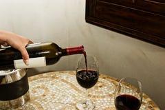 Tenga un poco de vino Imagenes de archivo