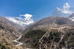 Tengboche к Dingboche, Непалу стоковые фото