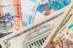 Tenge en de Amerikaanse dollars van geldkazachstan Royalty-vrije Stock Afbeeldingen