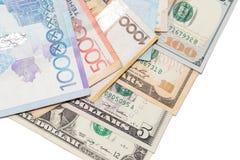 Tenge en de Amerikaanse dollars van geldkazachstan Stock Fotografie