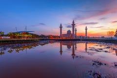 Tengku Ampuan Jemaah Mosque på soluppgång, Bukit Jelutong, schah Alam Malaysia Royaltyfri Foto