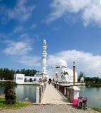 Tengku Tengah Zaharah清真寺或浮动清真寺 免版税库存照片