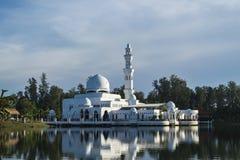 Tengku Tengah Zaharah meczet, najwięcej ikonowego spławowego meczetu lokalizować przy Terengganu Malezja zdjęcie royalty free