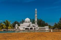 Tengku Zahrah Tengah Mosque vor Sonnenuntergang Lizenzfreie Stockbilder