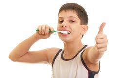 Tengo gusto de aplicar los dientes con brocha Imagenes de archivo
