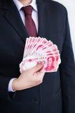 Tenir des yuans ou RMB, devise chinoise Image stock