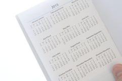 Tenir le nouveau calendrier de calendrier de 2015 Images stock