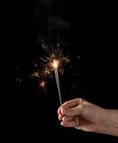 Tenir un cierge magique brûlant Photo libre de droits