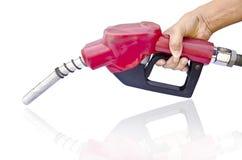 Tenir un gicleur d'essence Photo libre de droits