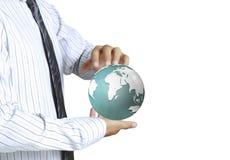 Tenir un globe rougeoyant de la terre dans des ses mains Image stock