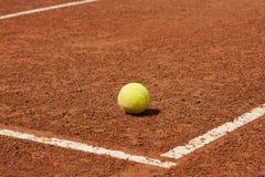Tenis, corte, bola Fotos de archivo libres de regalías