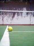 Tenis y bola Imagenes de archivo