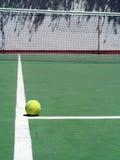 Tenis y bola Foto de archivo libre de regalías