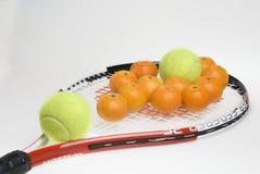 Tenis y mandarinas 2? Foto de archivo libre de regalías
