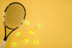 Tenisowe piłki odizolowywać z rzędu Obraz Stock
