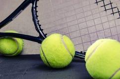 Tenisowe piłki z kantem Zdjęcie Stock