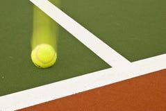 tenisowi narożnikowi piłek uderzenia Zdjęcia Stock