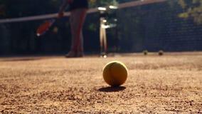 Tenisowy sąd przed grze Piłki na tenisowym sądzie zbiory wideo