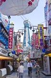 Tenkaku van TsÅ ?en Osaka stadsweg Stock Afbeeldingen