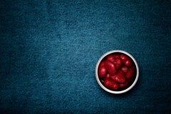 Tenn med hjärtor och utrymme för text Romantiskt förälskelsetema på jeans Royaltyfri Fotografi