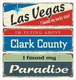 Tenn- teckensamling för tappning med USA städer Las Vegas Clark County paradis Retro souvenir eller vykortmallar på rost tillbaka stock illustrationer