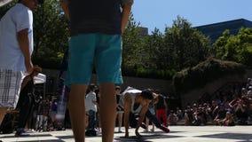 Tennagers grupuje dancingową światło słoneczne plandekę Vancouver Kanada Lipiec 2016 zdjęcie wideo