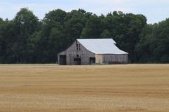 Tennessee Farmland 2019 III. Highland Productions LLC  Darren Dwayne Frazier  The farmlands of Tennessee. The Tennessee barn after harvest in mid June. Twin stock photo