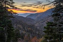 Tennessee, por do sol cênico, grandes montanhas fumarentos imagens de stock