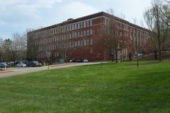 Tennessee State University del este - césped y edificio foto de archivo