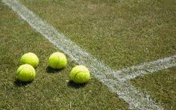 Tennis 2 van het gazon stock afbeelding