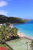 Tennis auf der karibischen Küste Stockfotos