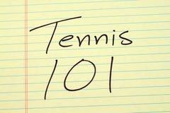 Tennis 101 auf einem gelben Kanzleibogenblock Lizenzfreies Stockfoto