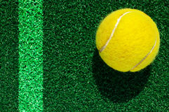 Tennis ball on grass Royalty Free Stock Photography
