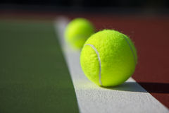 tennis balls and court Stock Photos