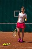 Tennis che si prepara per alimentare dentro formazione Immagini Stock Libere da Diritti