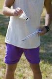 Tennis che tiene una racchetta di tennis Fotografia Stock Libera da Diritti